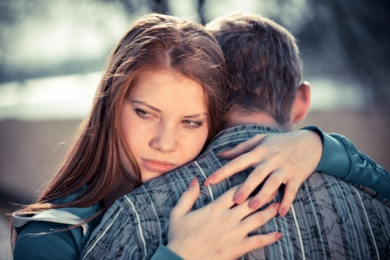 Što učiniti kada vidiš njezinog dečka s drugom?